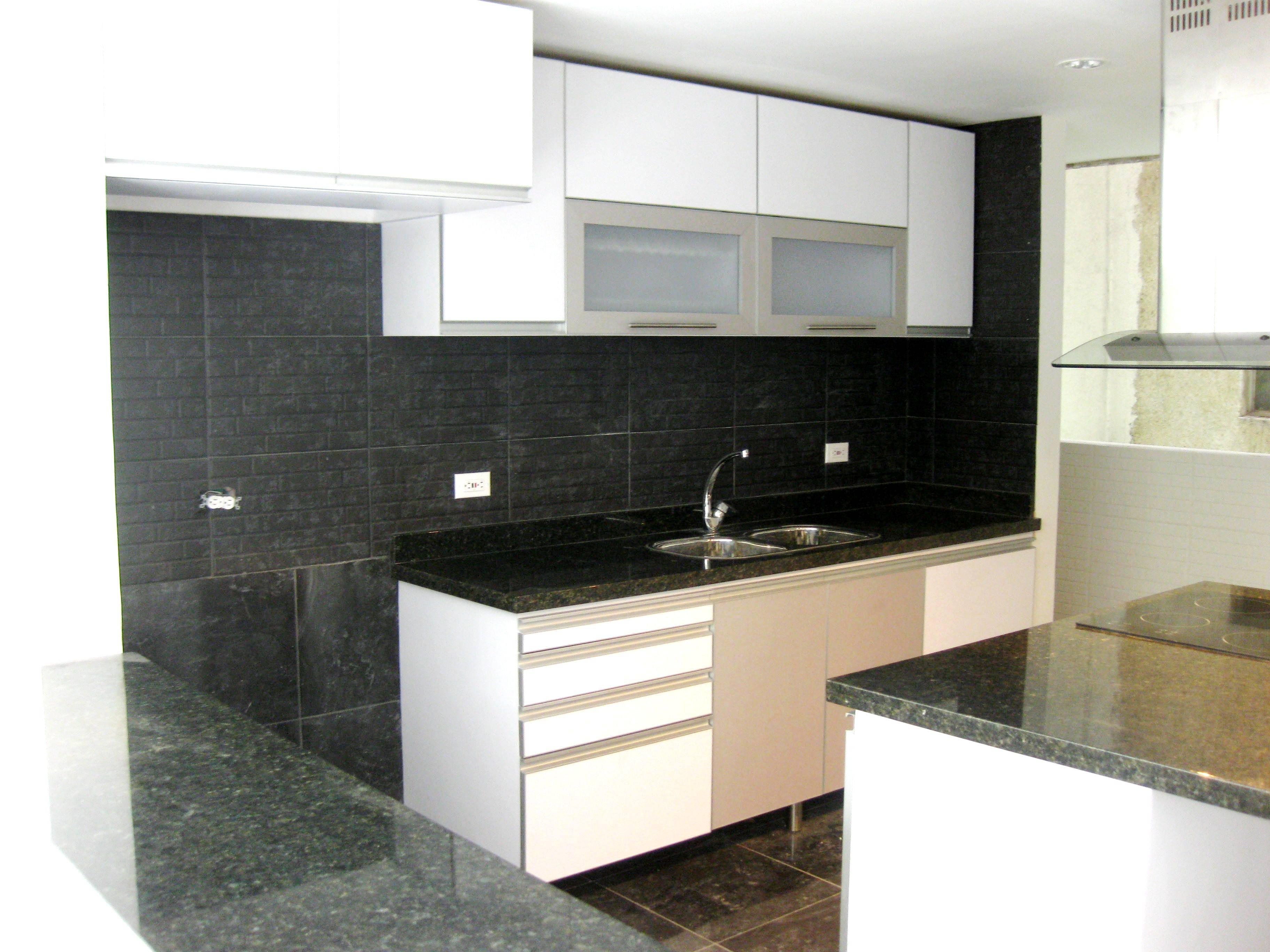 Cocinas modernas y sus espacios de almaceamiento cocinas for Ideas para cocinas con poco espacio